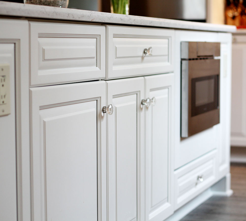 Fine finish white tinted lacquer cabinets classic for Finished kitchen cabinets